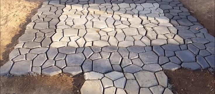 Бетон на садовых дорожках в виде декоративного камня