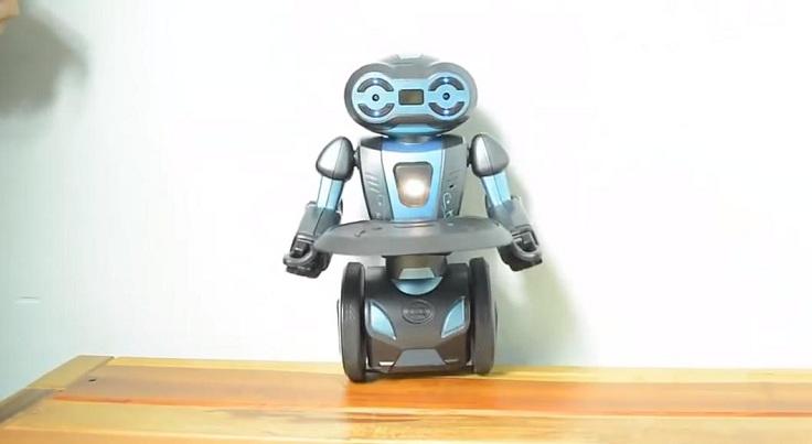 Робот на гироскутере