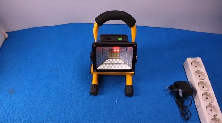 Прожектор на аккумуляторах