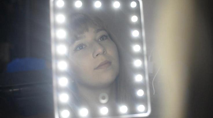 Подсветка диодами обеспечивает равномерное освещение лица