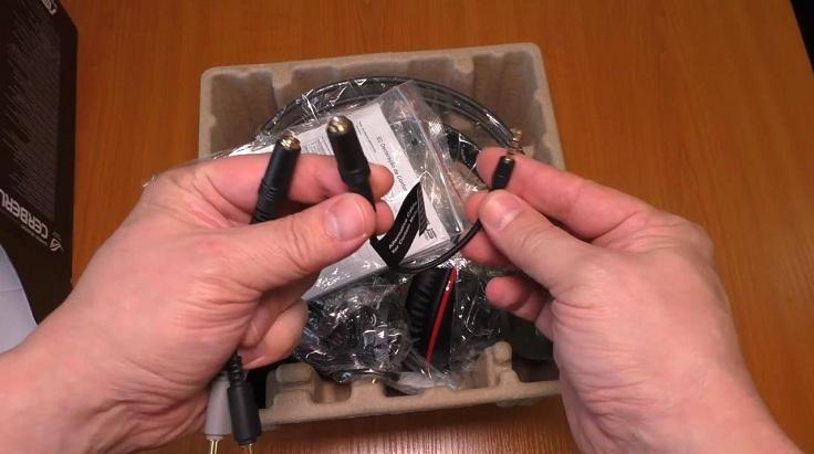 Один с 4-пинового коннектора на разъем miniJack
