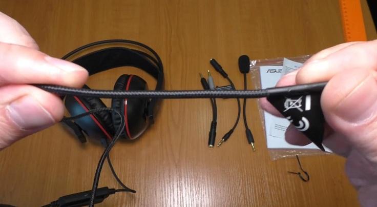 Это проводная гарнитура с длиной кабеля всего 1,25 м