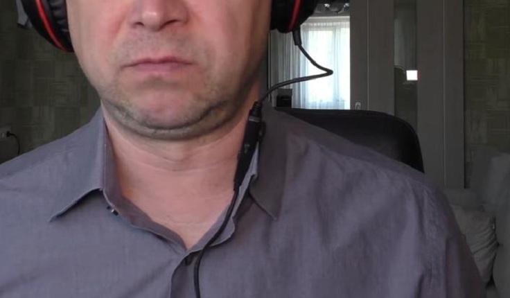 Звук пишется на микрофон, встроенный в пульт