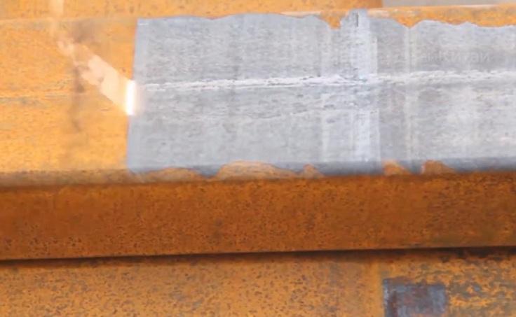 Поверхностный слой ржавчины плавится и испаряется