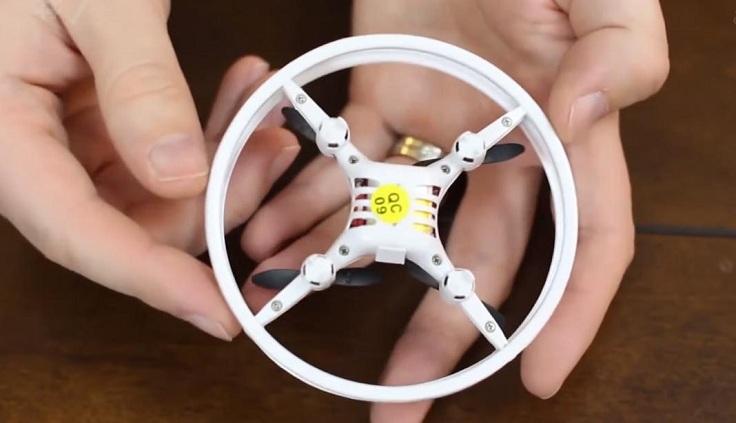 Микро-дрон с защитным ободком