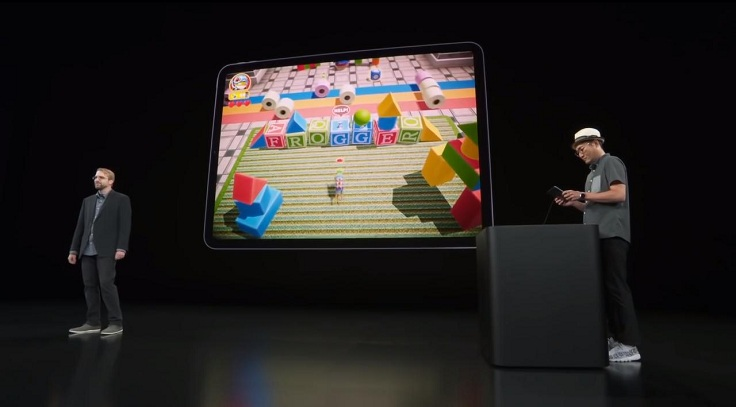 В самом начале эфира зрители наблюдали за примитивной игрой про лягушку