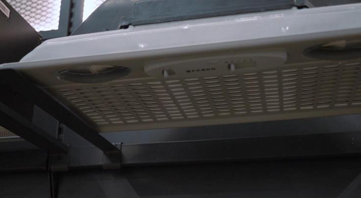 Акриловый фильтр защищает двигатель от жировых частиц.