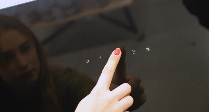В случае, с электронным, кнопочки сенсорные и зачастую сопровождаются световой индикацией