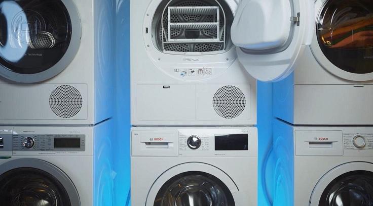 Сушильную машину можно установить рядом со стиралкой или на нее