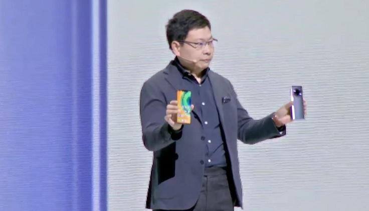 На сцене был только CEO Ричард Ю, который два часа рассказывал про новинки.