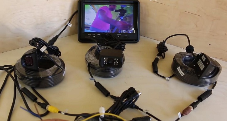 Видеорегистратор на 4 камеры