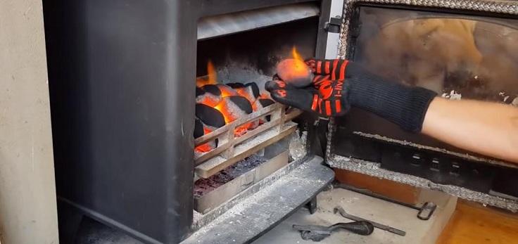 У этих перчаток стойкость к нагреву составляет 500 градусов