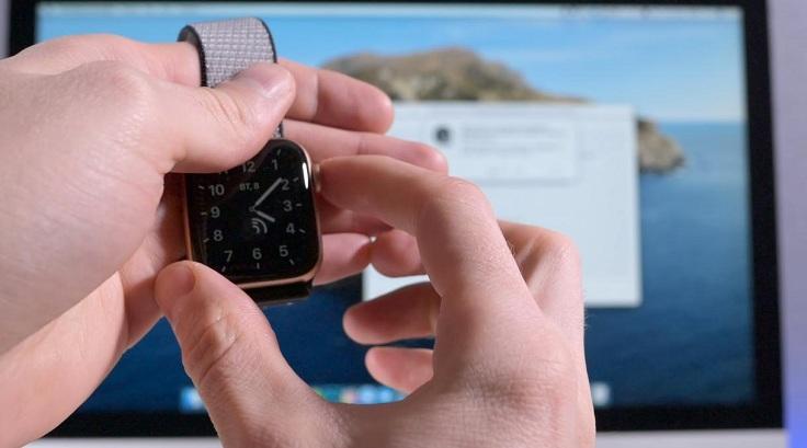 Чтобы увидеть список паролей в Safari достаточно дважды нажать на боковую кнопку в Apple Watch