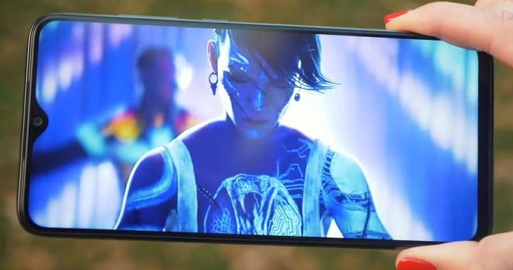 Экран, конечно, не AMOLED, а IPS, но он клевый и по яркости, и по цветопередаче