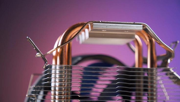 3 шестимиллиметровые тепловые трубки пронизывают 33 алюминиевые пластины