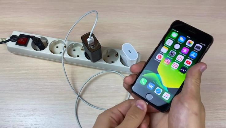 7 айфон заряжается от стандартного блока с показателями 5 вольт, 1 ампер