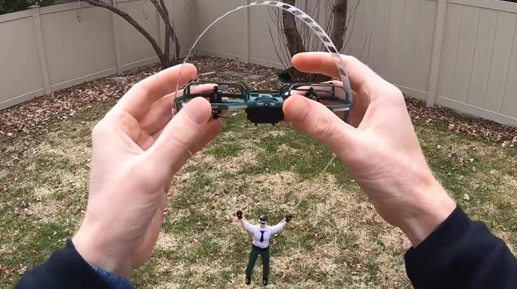 Дрон парашютист
