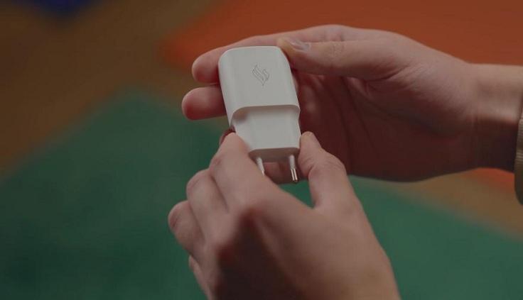 смартфон поддерживает быструю зарядку Quick Charge 3.0