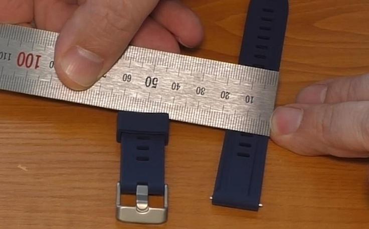 Ремешок ровный по ширине, которая составляет ровно 18 мм