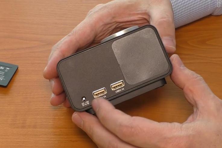 Имеются 2 USB-порта для зарядки внешних устройств током