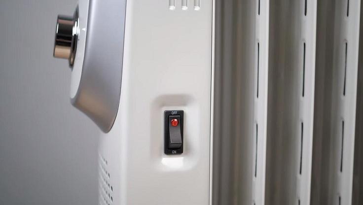 Справа от дисплея находится кнопка вкл-выкл