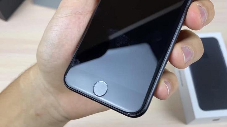 Бомбезная кнопка хоум, в ней конечно же есть технология тач айди