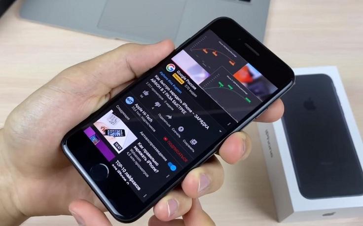 Звук воспроизводиться не только в нижней части мобилы но и в области фронтальной камеры