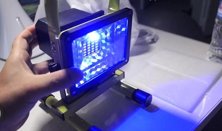Переносной аккумуляторный прожектор