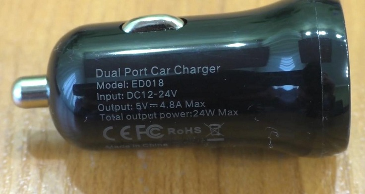 Технические характеристики представлены на грани зарядного устройства.