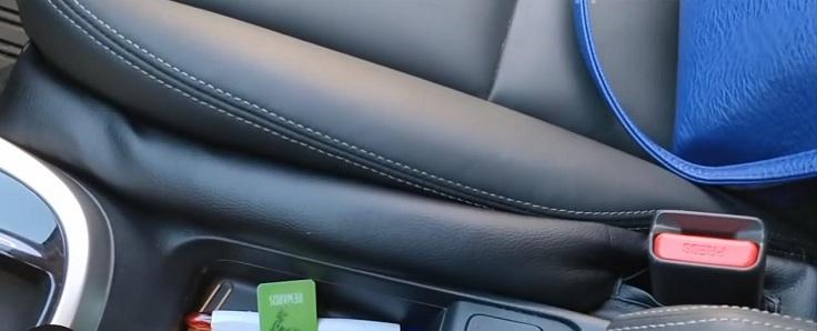 Эти подушки прижимают к сиденью и к консоли одновременно