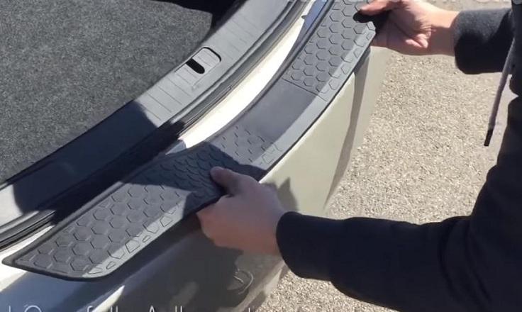 Универсальная защитная лента на задний бампер