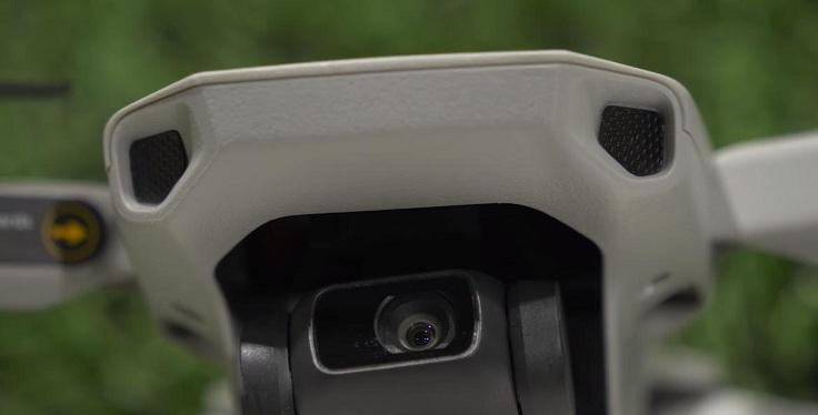 На Mini они тоже есть, вот только вместо камер там пластиковые заглушки