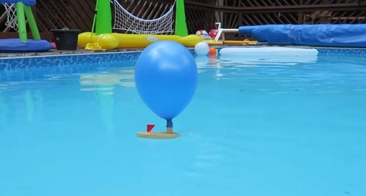 Лодка с двигателем-шариком