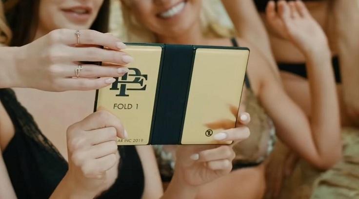 Компания брата Пабло Эскобара выпустила свой смартфон с гибким экраном.