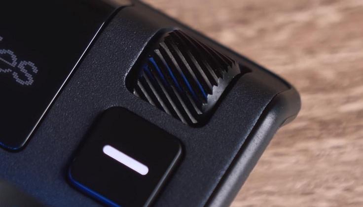 Управление происходит через кнопку рядом с экраном и колесо над ним