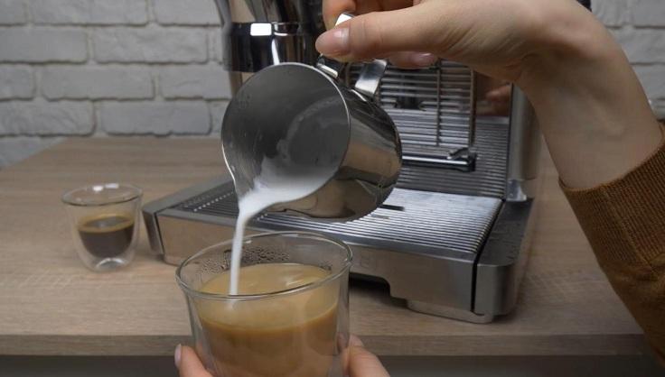 Сделали кофе, взбили молоко