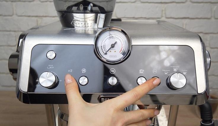 Можно организовать подачу горячей воды и сделать себе чаек