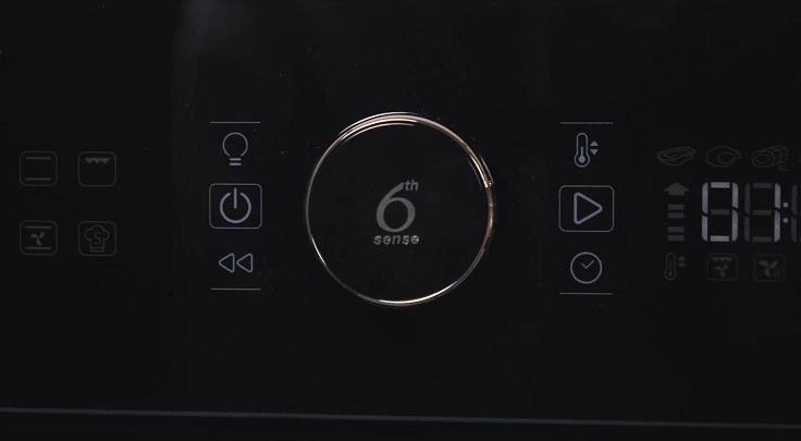 Кнопки возле моноручки отвечают за включение и выключение духовки