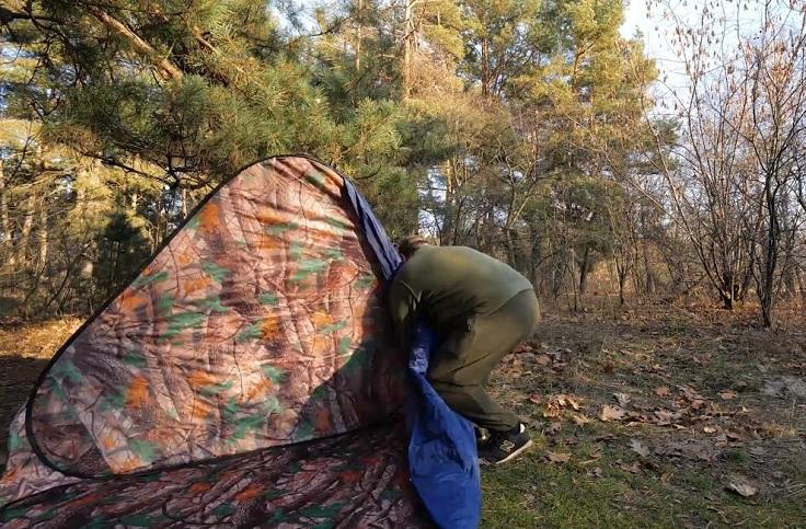Устанавливается палатка очень просто.