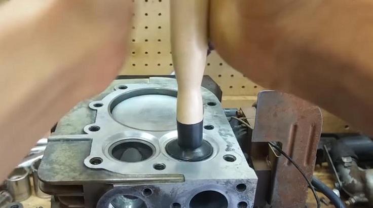 Приспособление для притирки клапанов с присосками