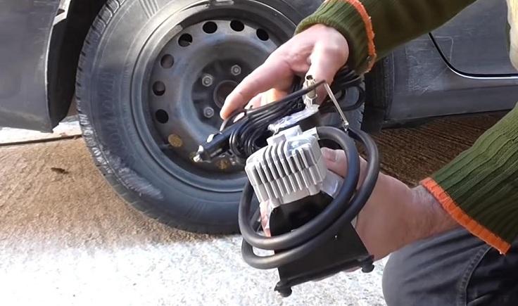Насос 2-х цилиндровый в кейсе с набором для ремонта колес