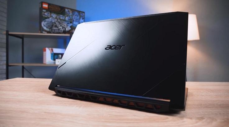 К категории реактивных гоночных моделей можем отнести вот этот экземпляр от Acer