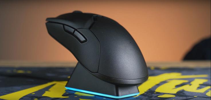 На нём же есть USB-разъём, куда вставляется приёмник мыши для лучшей связи