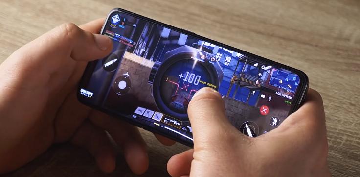 Смартфон на 5 сплюсом справляется с играми на средних настройках