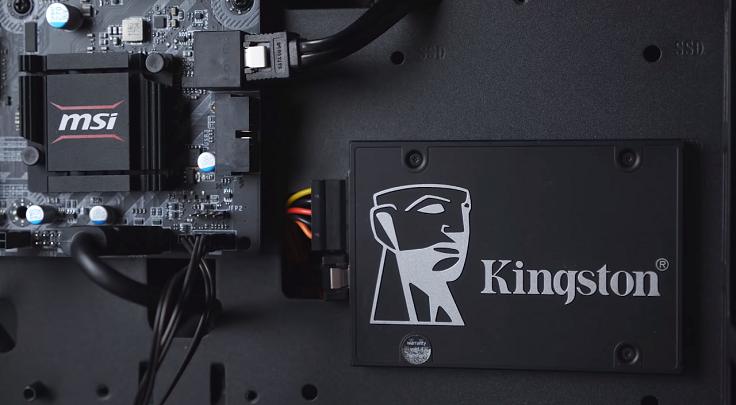 В роли накопителя у нас 256-гигабайтный SSD от Kingston KC600