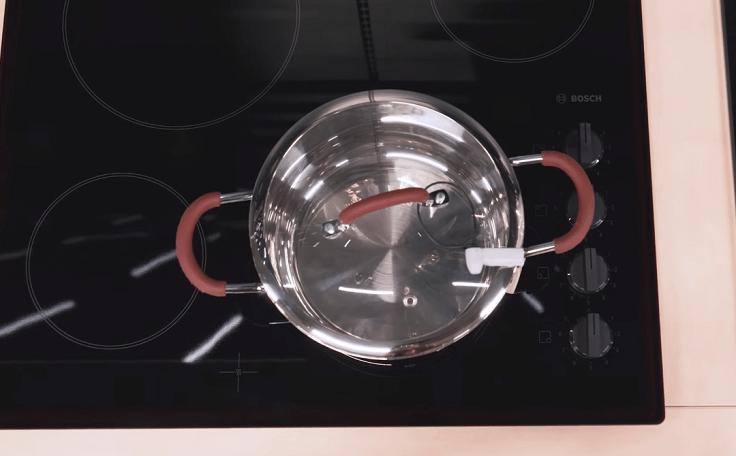 Если нужно следить за готовкой, тогда запасайтесь стеклянными
