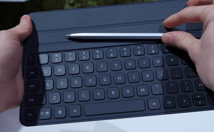 Для более комфортной работы можно докупить чехол клавиатуру и магнитный стилус