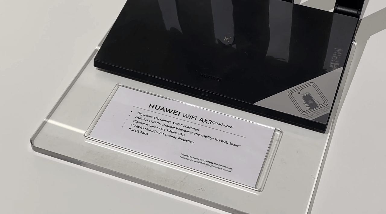 В нем установлен четырех-ядерный процессор и собственная операционная система Harmony