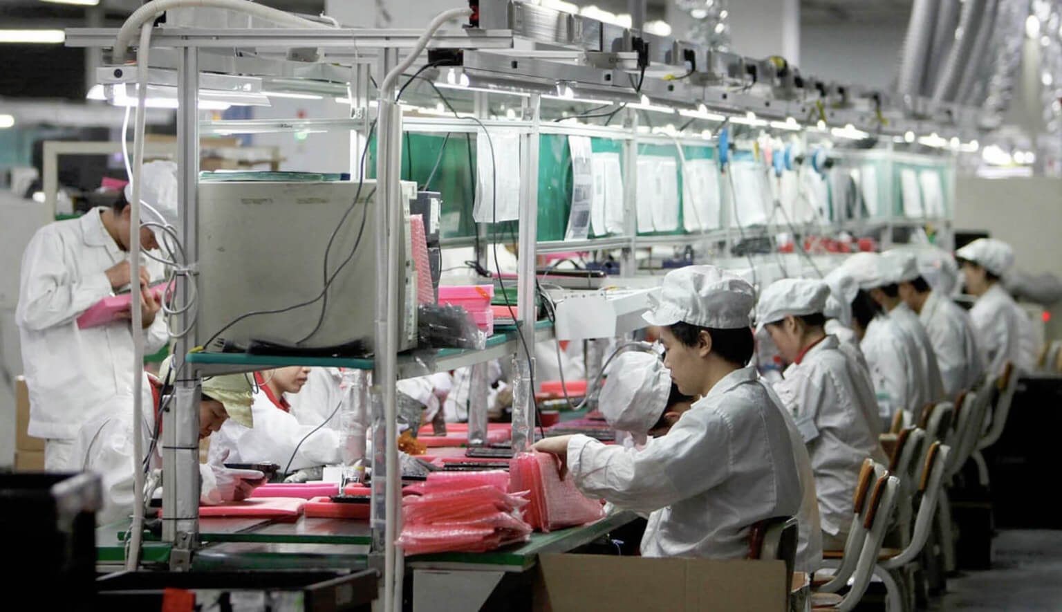 Apple просит своего крупнейшего производителя в Китае - Foxconn вывести часть своих заказов на сборку iPad и Macbook из Китая