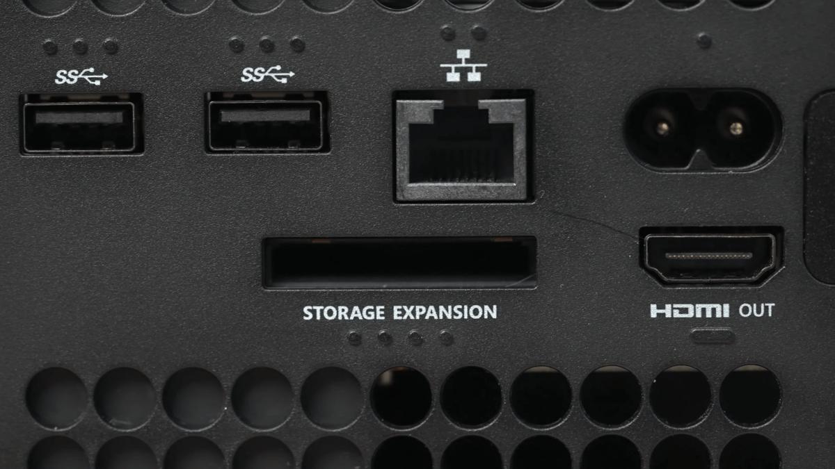 Разъемы, SSD, увеличение объема через Storage Expansion